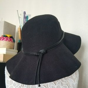 Hipster-y floppy hat